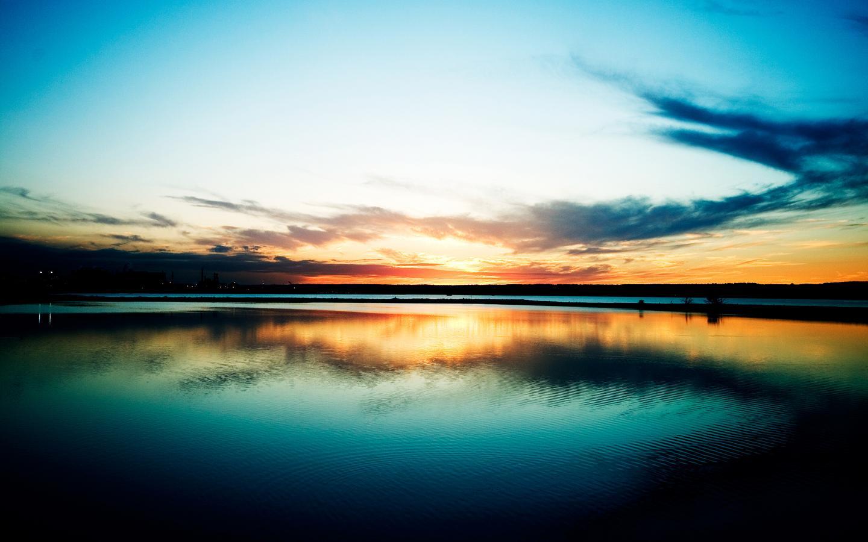 http://2.bp.blogspot.com/-2oJpBT23hlw/T4PmQCXlIQI/AAAAAAAABWg/S9qKCouo1D4/s1600/painted-sunset-reflection-on-lake-sky-wallpaper.jpg