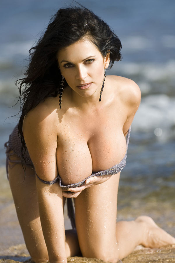 Denise Milani Naked Photos