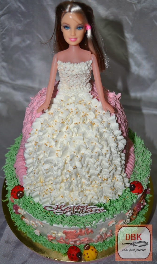 Kek Buttercream Barbie with Platform