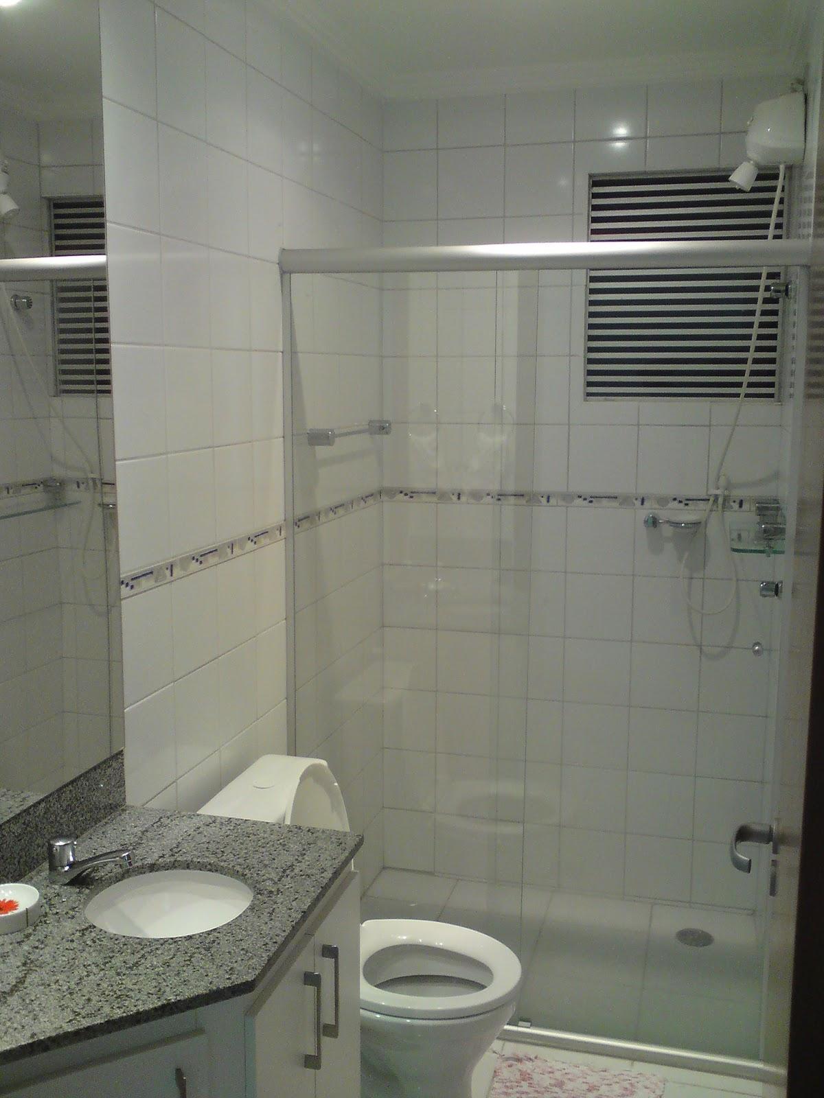 COM DECORAÇÃO EM GESSO NO TETO #6F7358 1200x1600 Armario Banheiro Blindex