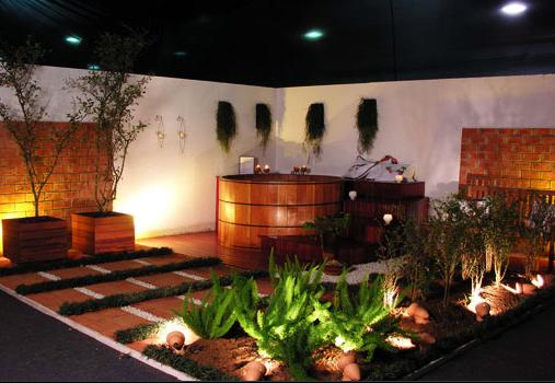 ofuro em jardim pequeno:Imagine você chegar em casa e poder relaxar em uma banheira dessas