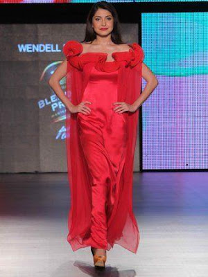 anushka sharma @blenders pride fashion red dress!