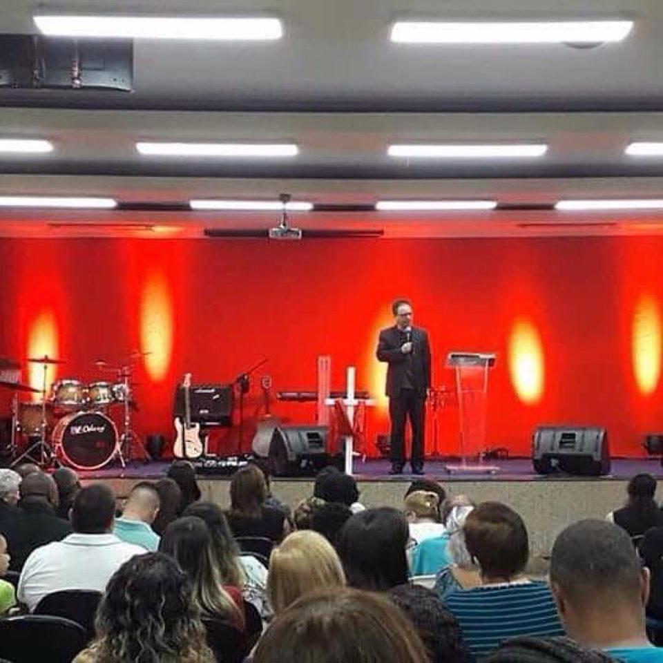 Louvor, adoração e pregação