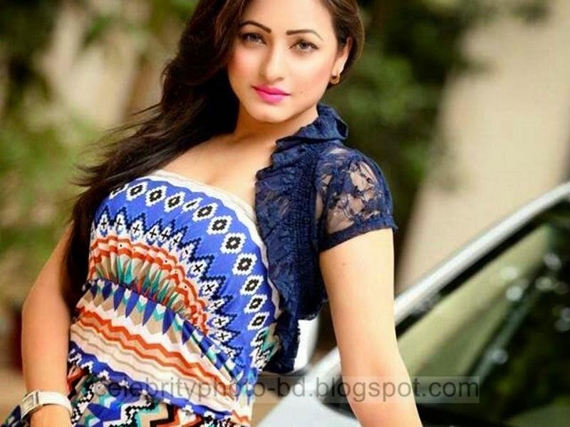 Sumaiya+Jafar+Suzena's+New+HD+Photos+In+Skirt+and+Jeans Tops+Dress005