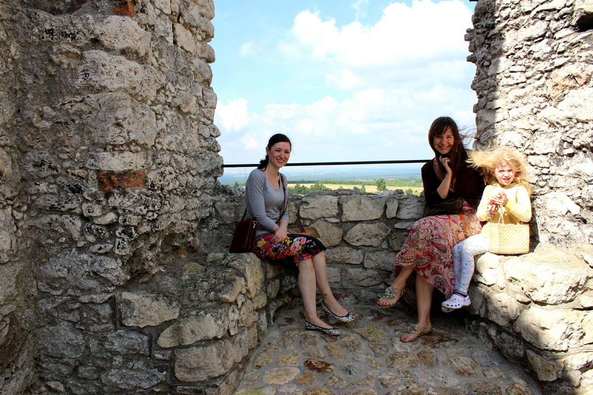 windy day, old castle, girls-www.todaymyway.com