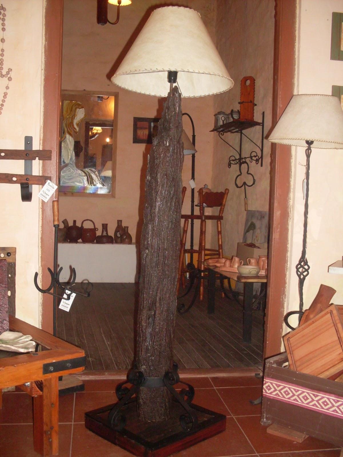 El desv n taller de hierro y madera ta 39 bueno - Lamparas artesanales de madera ...