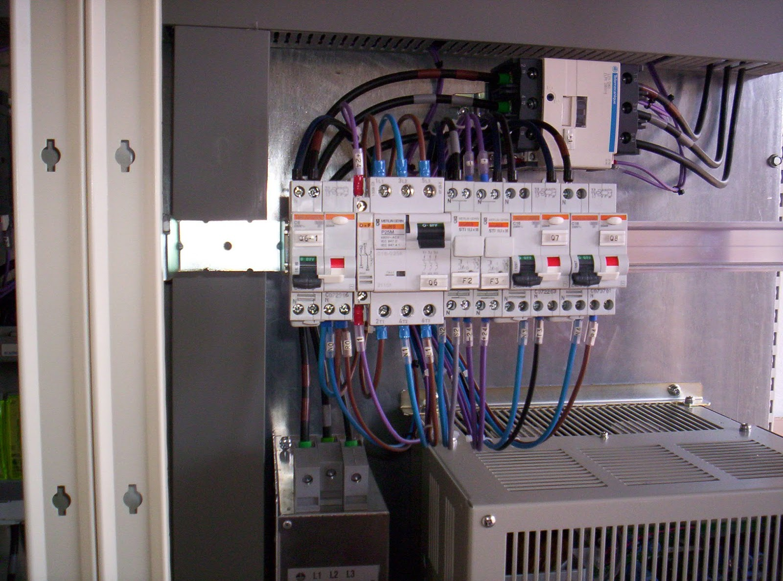 Come fare l 39 impianto elettrico per la casa a norma - Quanto costa un impianto allarme casa ...