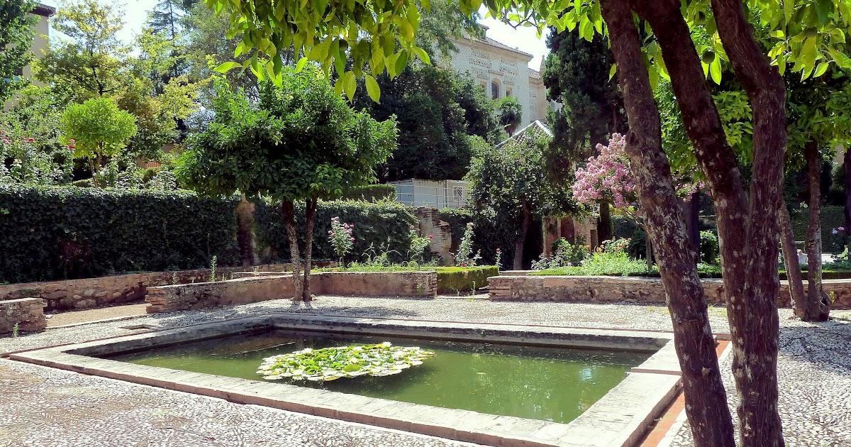 Fuentes de granada en los jardines de yusuf iii - Residencia los jardines granada ...