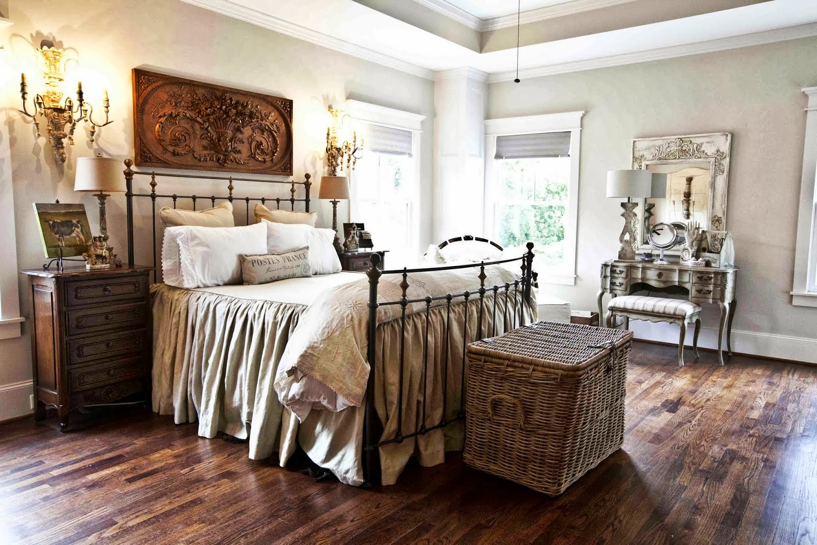 Cottage home tour cedar hill ranch the cottage market for Black and white vintage bedroom ideas