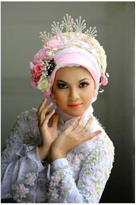 Cara Memakai Jilbab Pengantin Modern Dengan Mahkota Bunga