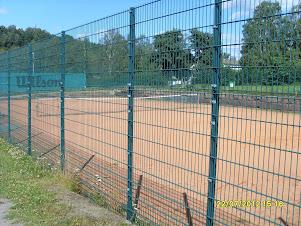 Tennisvalmennusta Lahdessa sopimuksen mukaan yhteisin aikatauluin ryhmille ja personal trainerina