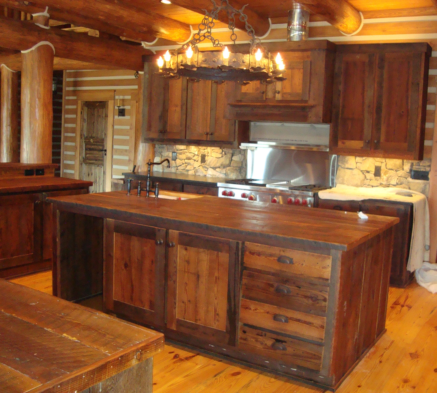Home information tips remodeling furniture design and for Barn style kitchen cabinets