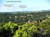 Situació de l'església de Sant Pere de Pierola respecte als Hostalets de Pierola des de la baixada de Les Rovires