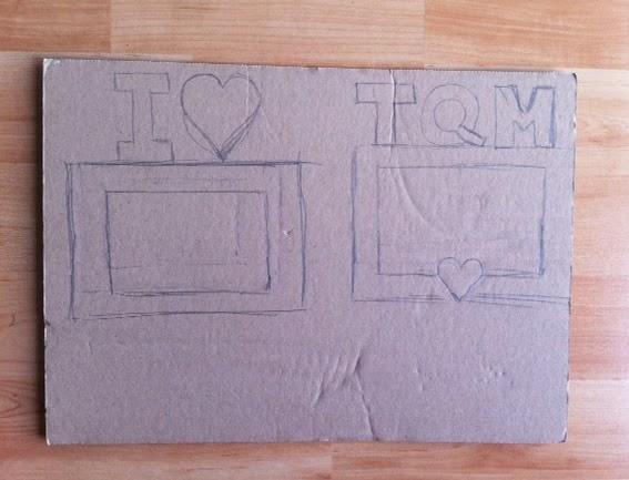 dibujar la forma del portaretratos en el cartón