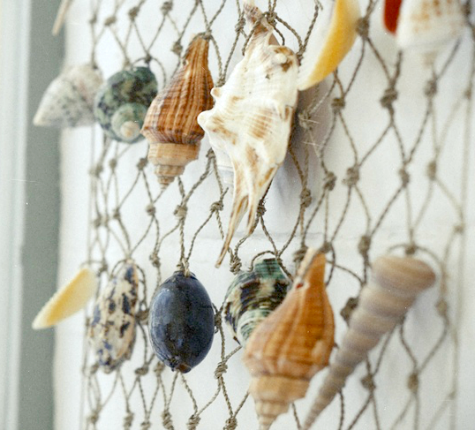Sea shell wall hanging ideas completely coastal for Fish net decoration ideas