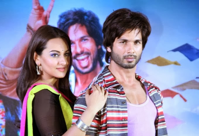 Shahid Kapoor and Sonakshi Sinha hottest scenes backstage unseen