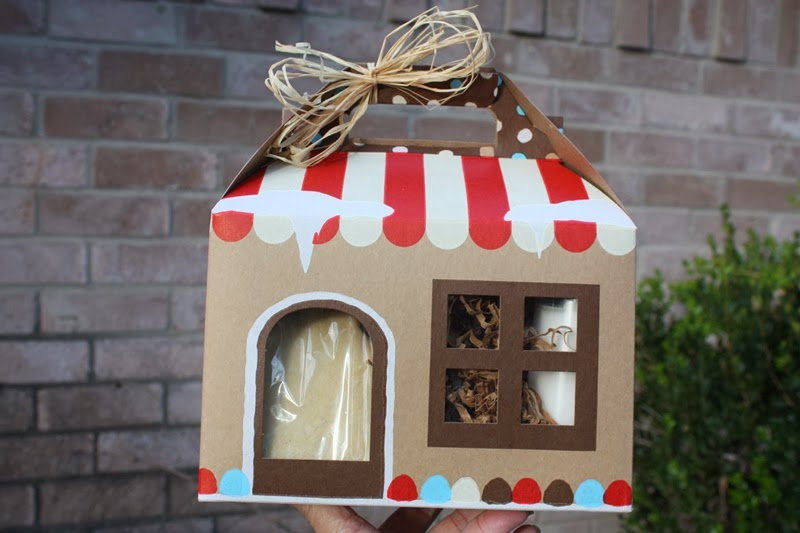 Christy Gingerbread House Cookie Decorating Kit