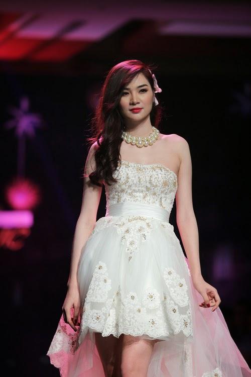 Ngọc Oanh gợi cảm với váy cưới|raw