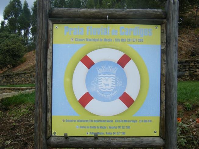Placa indicativa da Praia Fluvial de Cardigos