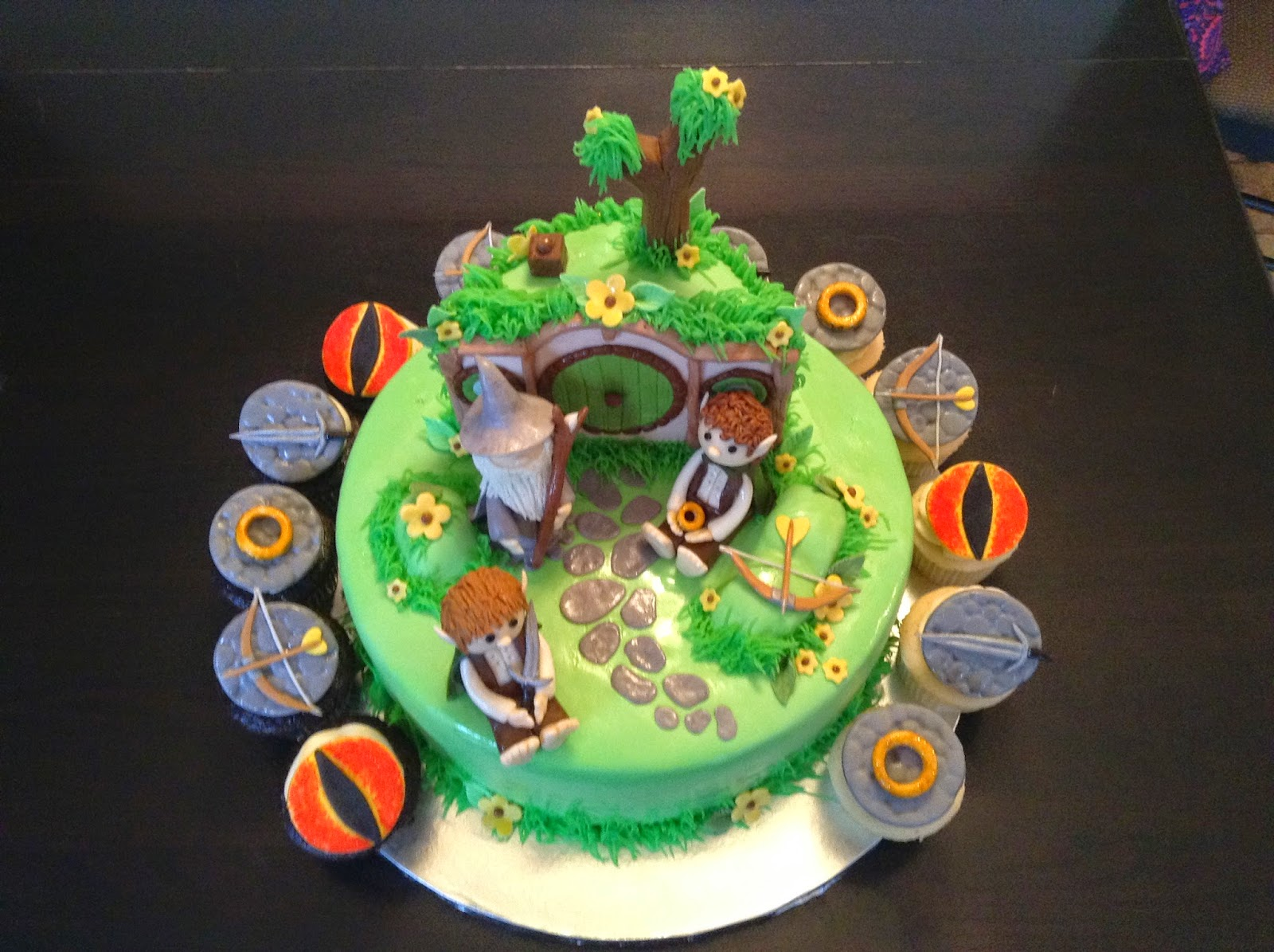Classic Cakes Lord Of The Rings Cake And Cupcakes With Frodo