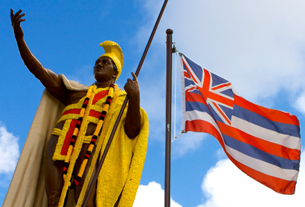 King Kamehameha Statue pictured with the Hawaii Flag