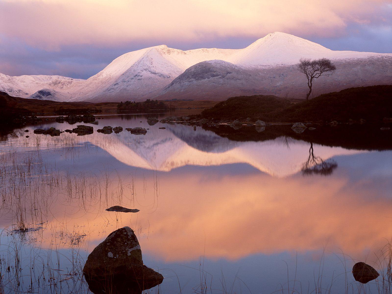 http://2.bp.blogspot.com/-2re1e4V5He8/TrkzMzuFouI/AAAAAAAAD7k/yJrIPsKy194/s1600/Lochan-Na-H-Achlaise-Western-Highlands-Scotland.jpg