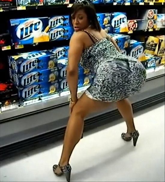 Girls Twerking In Walmart