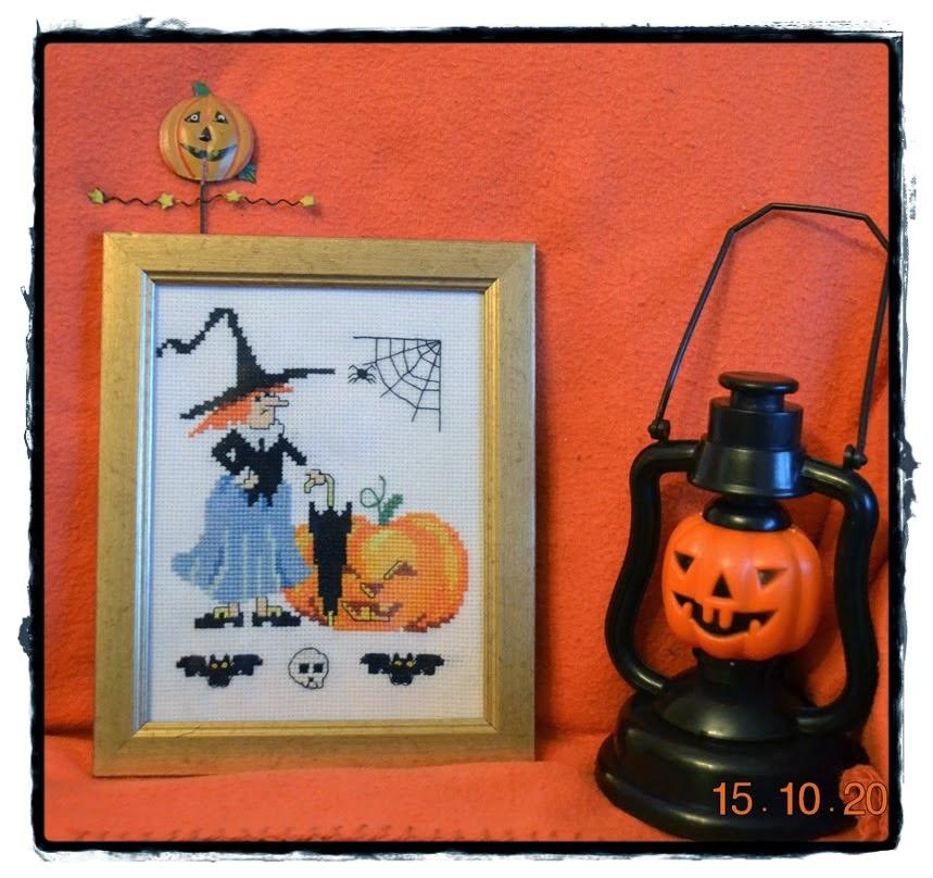 http://gosiazoltek.blogspot.ie/2014/10/halloween-coraz-blizej-sal-2014.html