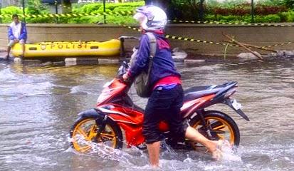 Mogok Saat Melewati Banjir