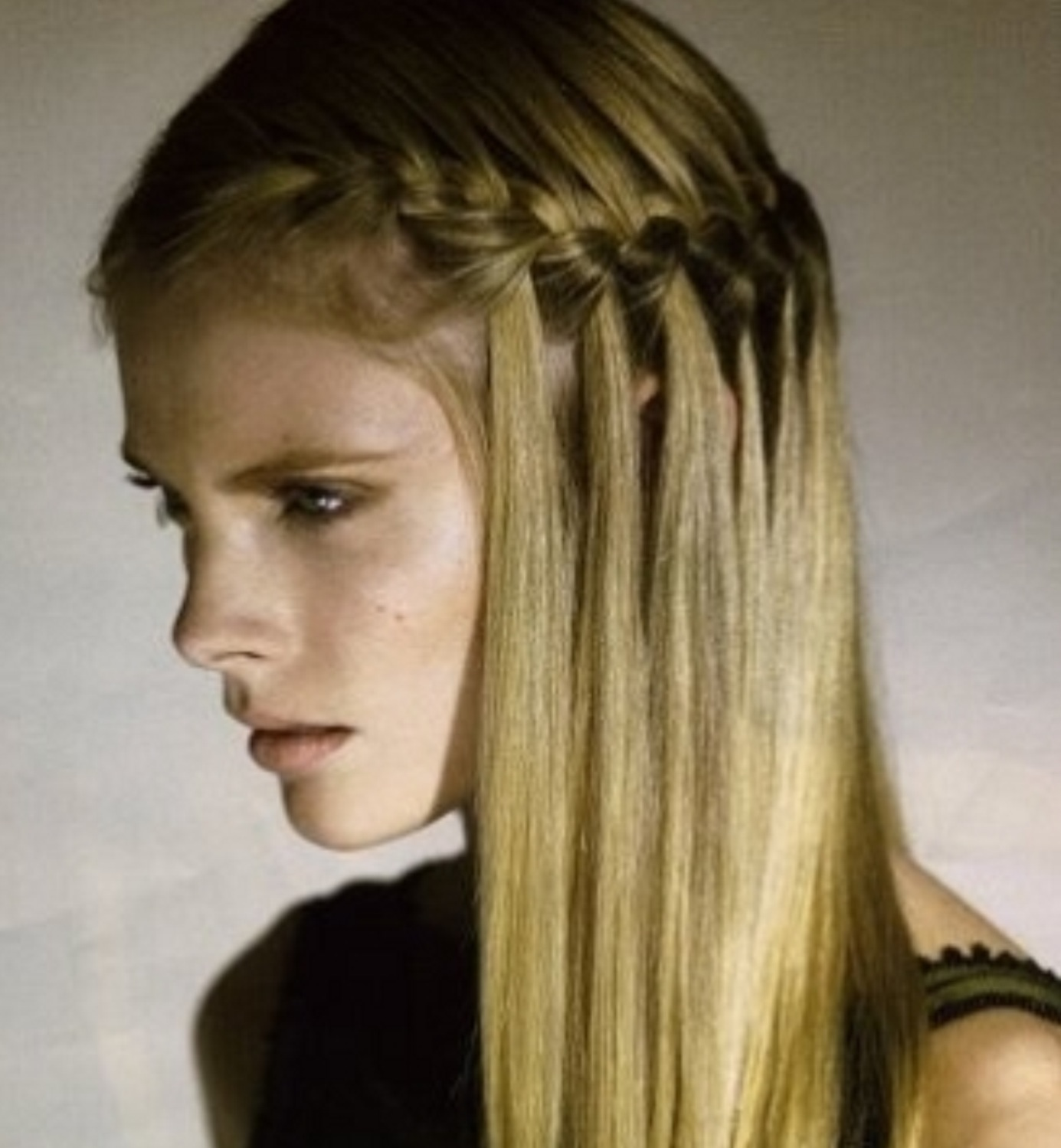 Причёски для коротких волос в школу фото