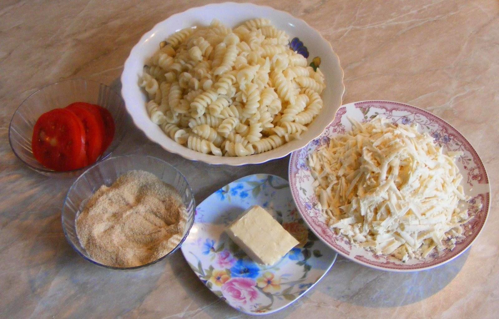 ingrediente pentru macaroane cu branza si rosii la cuptor, ingrediente pentru paste cu branza si rosii la cuptor, retete si preparate culinare cu paste fainoase si branza, retete cu rosii si pesmet,