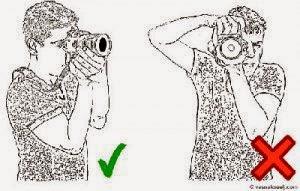 cara yang benar memegang kamera DSLR