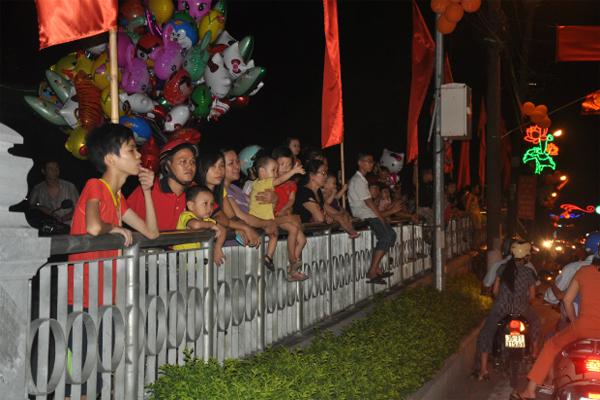 FPT Ninh Bình Cùng Đón Trung Thu Với Người Dân 2