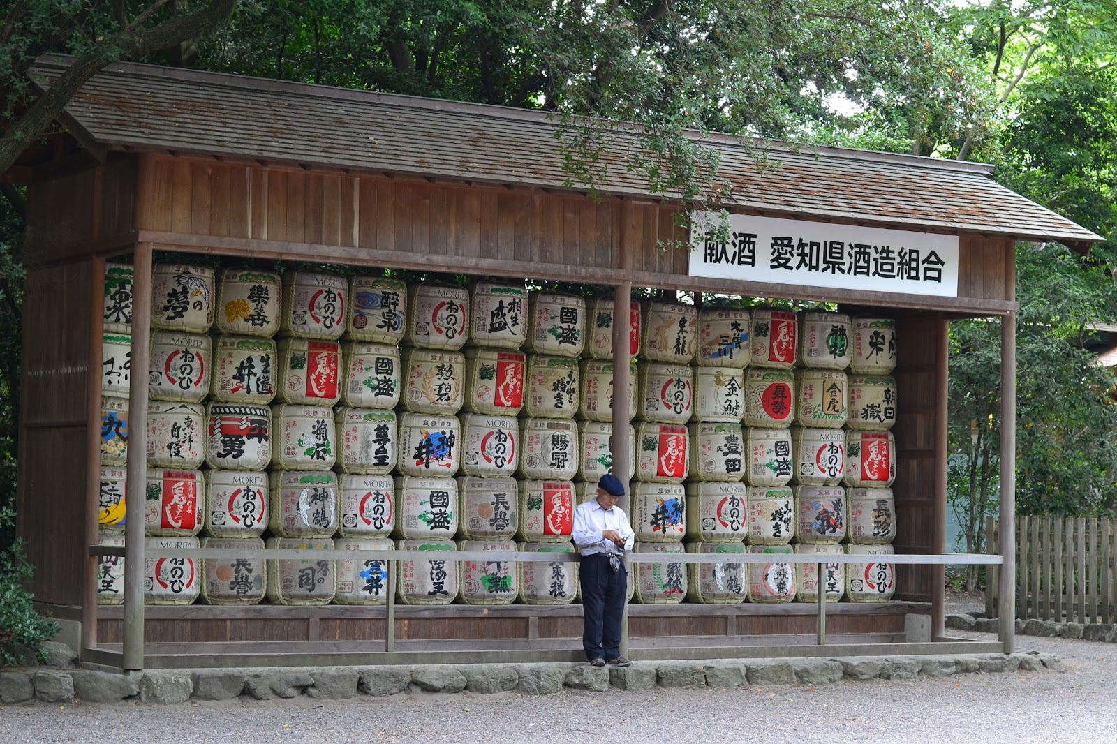 Victoria In Japan Land: Atsuta Shrine: The Roosters!