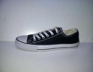 converse clasic black white,sepatu sekolah,sepatu santai,sepatu kerja.