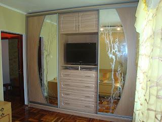 Шкаф-купе с полкой (нишей) под телевизор - Студия мебели Дар