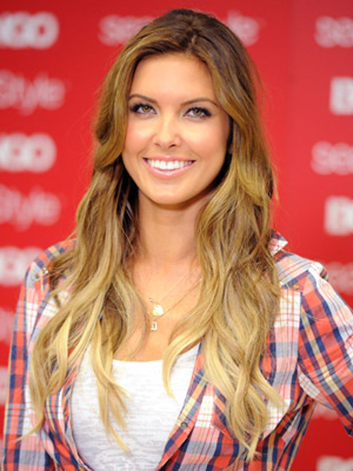 Audrina Patridge rocks an inverted two-toned effect with a brunette color hairstyles on top and long blonde waves on the bottom.