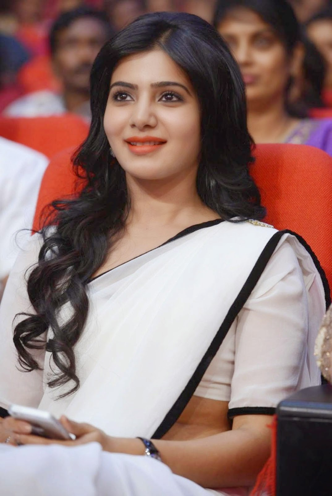 Samantha In White Saree Sizzling Photos