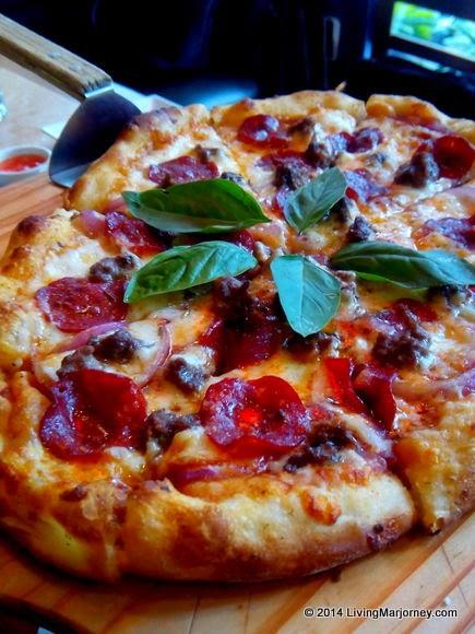 Shakeys-Pizza-1954 via Woman-In-Digital