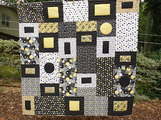 Tanderwen quilts annette 39 s black and white and yellow quilt for Black white and gray quilt patterns