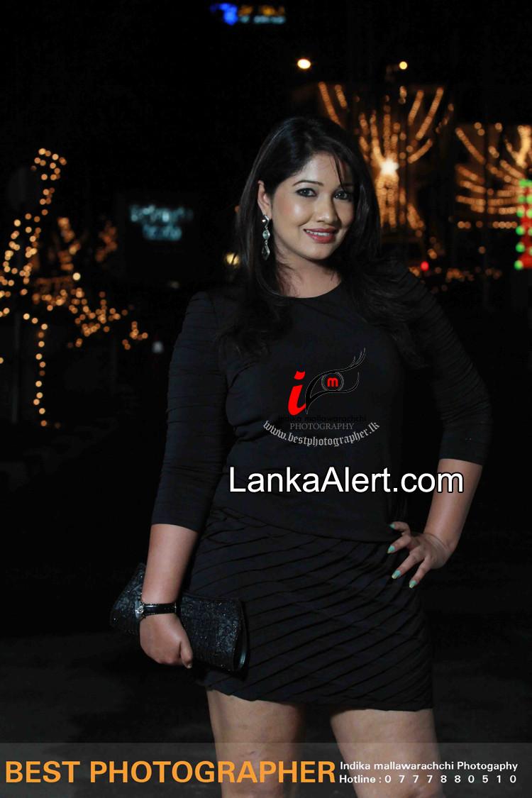 sl hot actress pics piumi hot red black