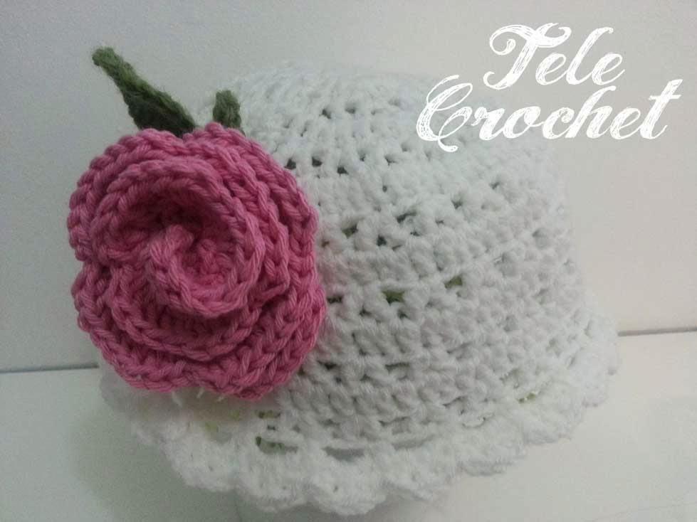 Más que mamá: Patrón gorro niña con rosa a crochet
