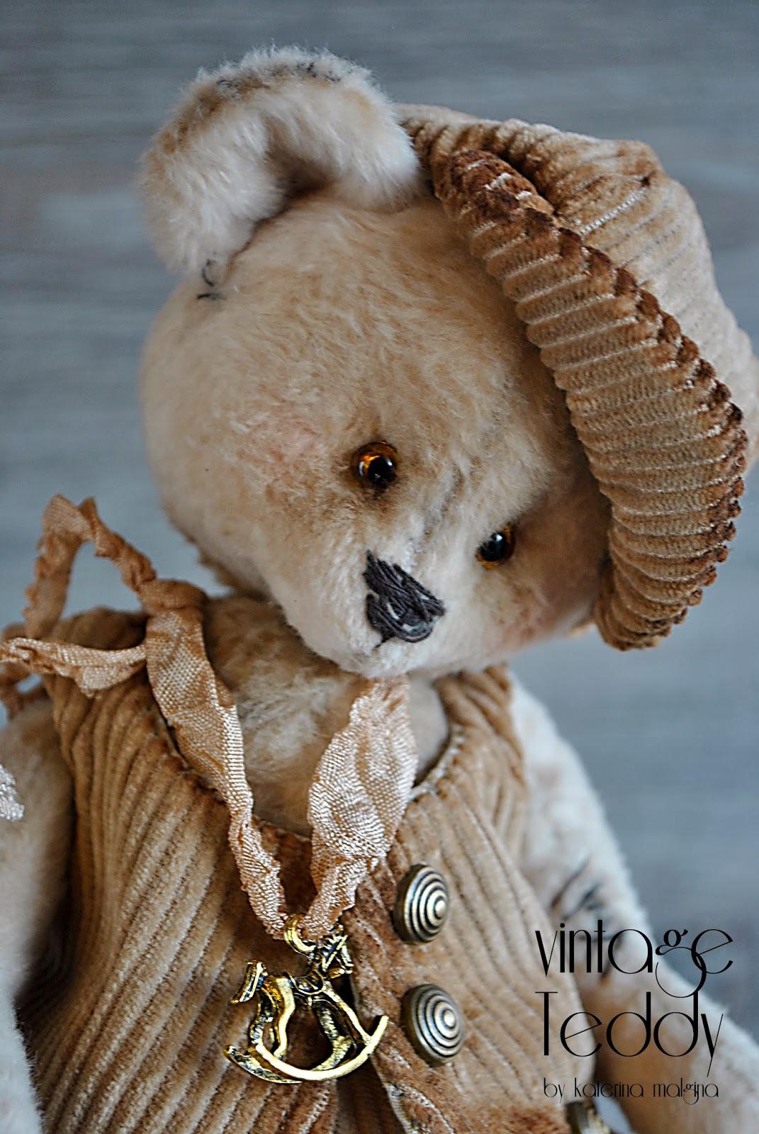 Мишка тедди в кепке