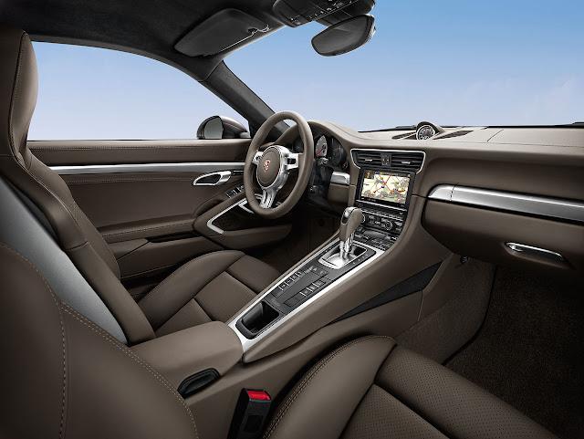 Porsche 911 Carrera 4 Coupé interior