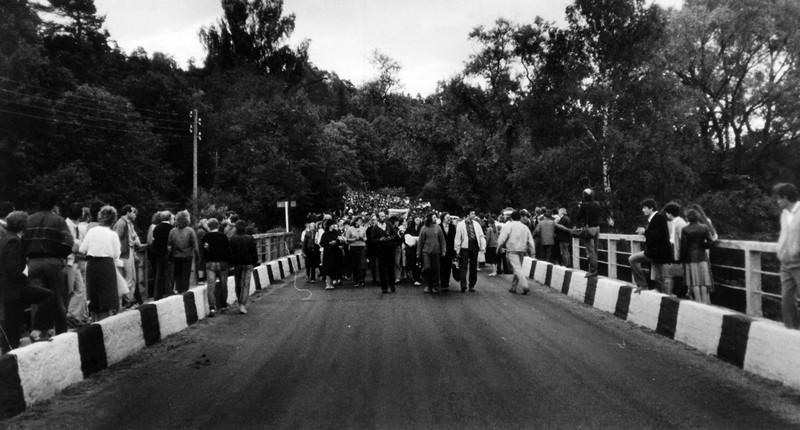 Gājiens uz Gauju , pieminot 1941.gada 14.jūnijā izsūtītos cēsniekus , 1989.gada 14.jūnijā