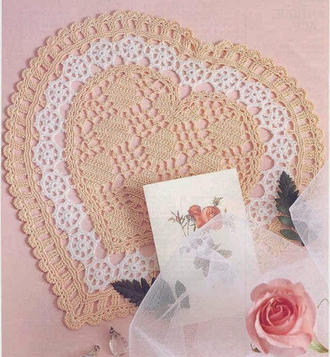 Carpeta delicada con forma de corazón tejida al crochet