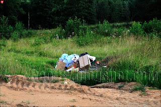 Свалка мусора у бывшей усадьбы Ленских в Суле