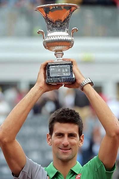 TENIS-Victoria por Serbia de Djokovic y Serena revalida título en Roma