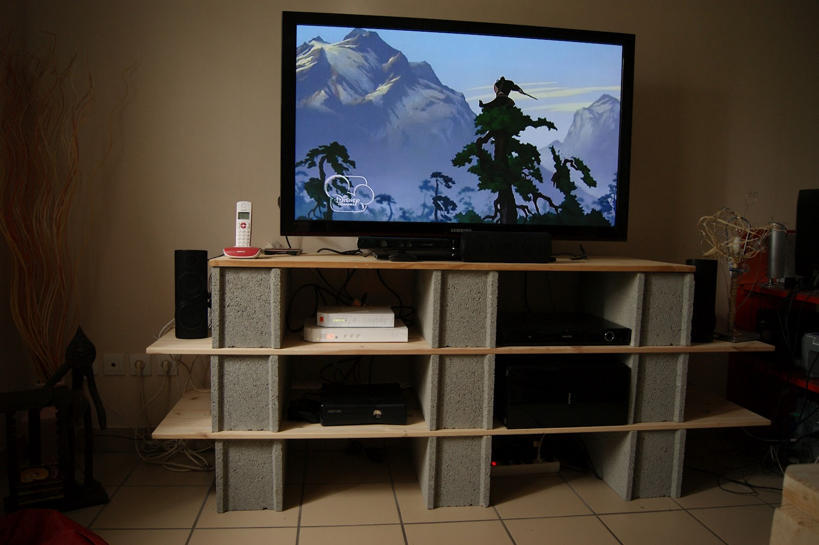 Meuble Hifi Parpaing - Meuble Tv Avec Des Parpaings Solutions Pour La D Coration [mjhdah]http://img15.hostingpics.net/pics/777794Parpaings2.jpg
