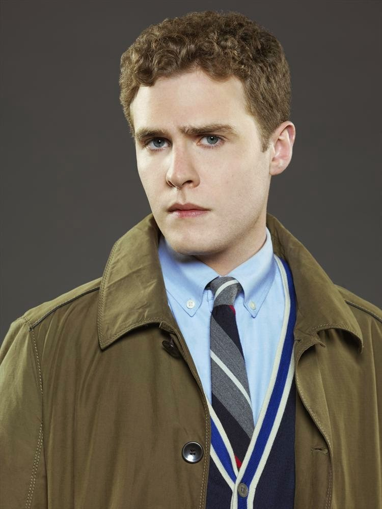 下 ↓ は、�... Iain De Caestecker Shield
